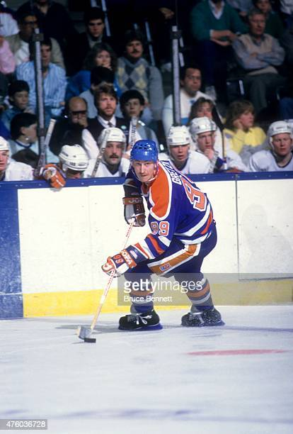 Wayne Gretzky of the Edmonton Oilers skates on the ice during an NHL game against the New York Islanders on March 26 1988 at the Nassau Coliseum in...