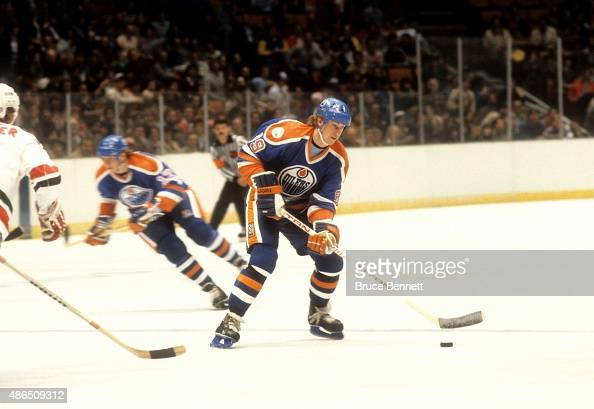 Wayne Gretzky of the Edmonton Oilers skates on the ice during an NHL game against the New Jersey Devils on November 11 1982 at the Brendan Byrne...