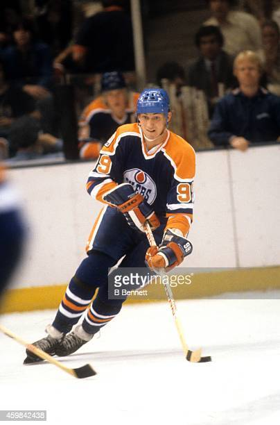 Wayne Gretzky of the Edmonton Oilers skates with the puck during an NHL game against the New York Islanders on October 23 1979 at the Nassau Coliseum...