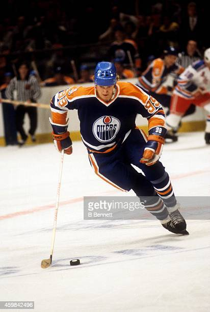 Wayne Gretzky of the Edmonton Oilers skates with the puck during an NHL game against the New York Rangers on October 24 1979 at the Madison Square...