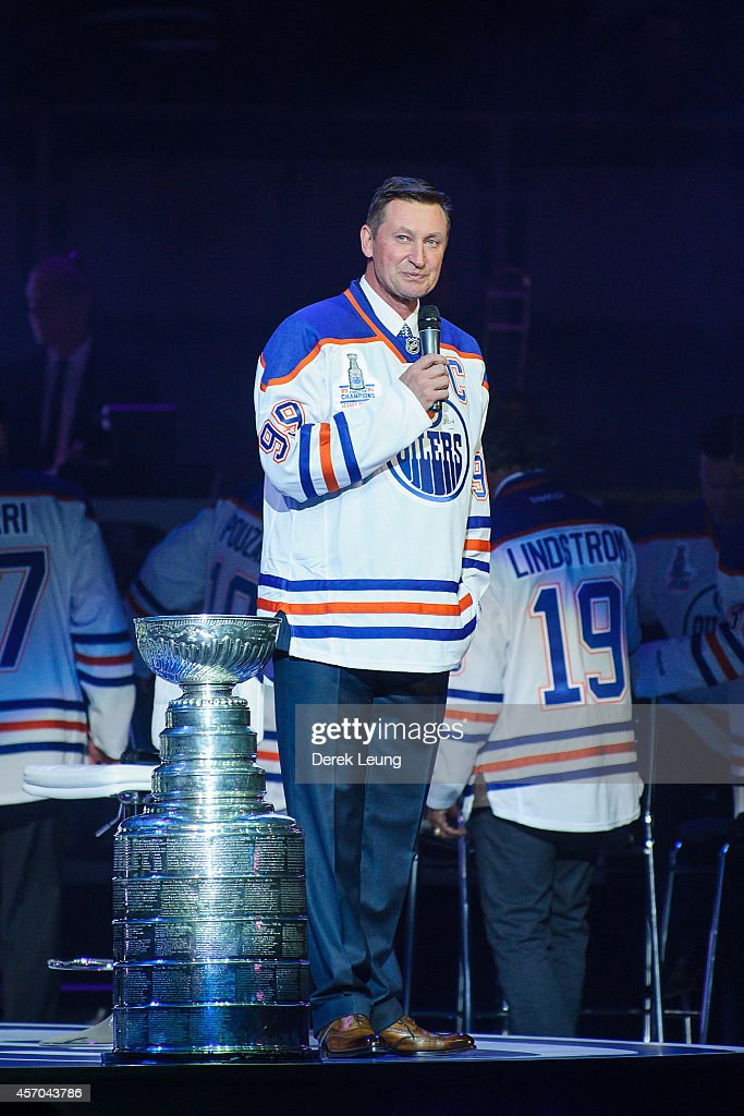 <a gi-track='captionPersonalityLinkClicked' href=/galleries/search?phrase=Wayne+Gretzky+-+Ice+Hockey+Player&family=editorial&specificpeople=157520 ng-click='$event.stopPropagation()'>Wayne Gretzky</a> talks to the crowd during the Edmonton Oilers Stanley Cup Reunion at Rexall Place on October 10, 2014 in Edmonton, Alberta, Canada.