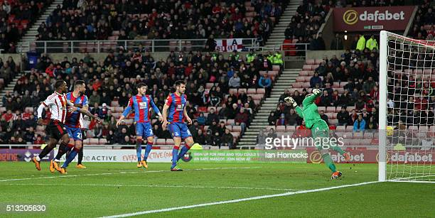 Wayne Hennesy of Palace is beaten by a crossshot from Fabio Borini of Sunderland scoring a last gasp goal to help his side to a draw during the...