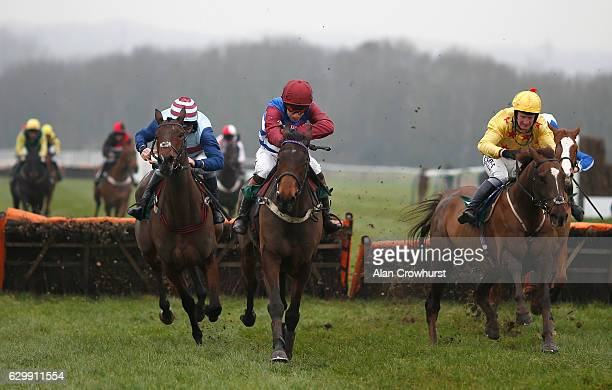 Racing Towcester Stock Photos and Pictures | Getty Images