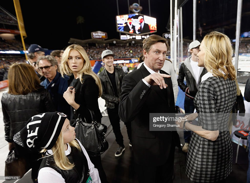 Wayne, Janet, Paulina and Emma Gretzky attend the 2014 Coors Light NHL Stadium Series between the Los Angeles Kings and the Anaheim Ducks at Dodger Stadium on January 25, 2014 in Los Angeles, California.