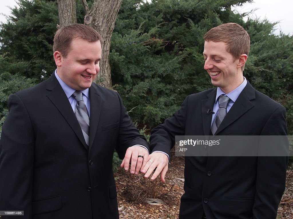 Wayne MacKenzie (L) and Clayton Zook admire their wedding rings after exchanging vows January 1, 2013 at Black Walnut Point Inn on the Chesapeake Bay in Maryland. New Year's Day marked the first day of same-sex marriage in Maryland, one of nine US states that recognize marriage equality. AFP PHOTO / Robert MacPherson