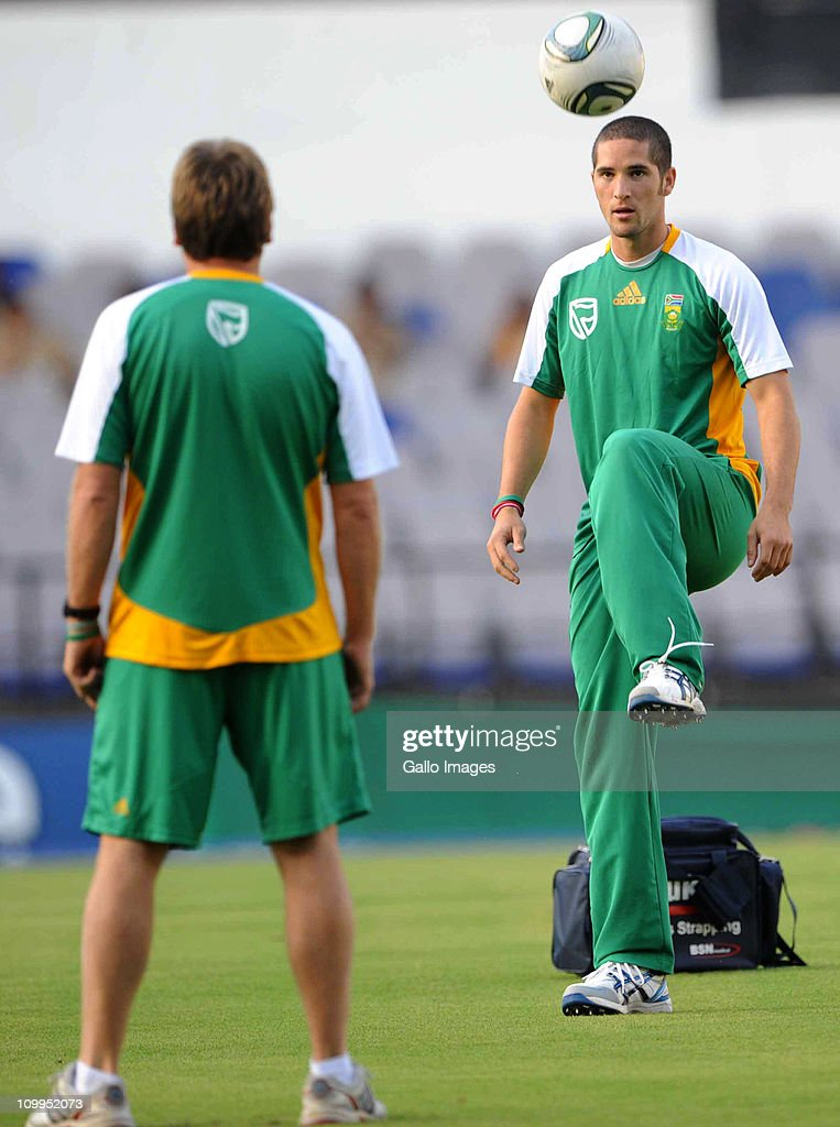 <a gi-track='captionPersonalityLinkClicked' href=/galleries/search?phrase=Wayne+Parnell&family=editorial&specificpeople=4884885 ng-click='$event.stopPropagation()'>Wayne Parnell</a> of South Africa in action during a Proteas nets session at VCA Stadium on March 11, 2011 in Nagpur, India.