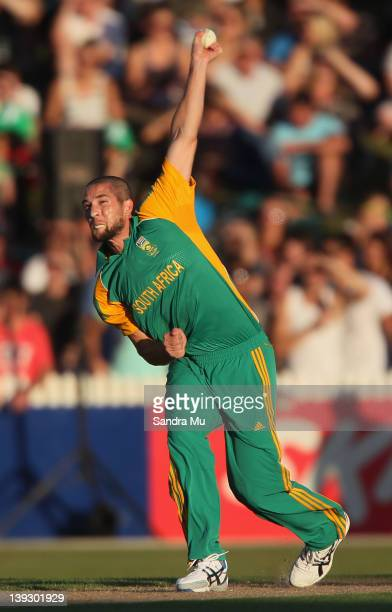 Wayne Parnell of South Africa makes a delivery during the International Twenty20 match between New Zealand and South Africa at Seddon Park on...