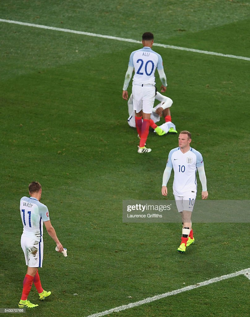 <a gi-track='captionPersonalityLinkClicked' href=/galleries/search?phrase=Wayne+Rooney&family=editorial&specificpeople=157598 ng-click='$event.stopPropagation()'>Wayne Rooney</a> (1st R) and England players show their dejection after their team's 1-2 defeat in the UEFA EURO 2016 round of 16 match between England and Iceland at Allianz Riviera Stadium on June 27, 2016 in Nice, France.