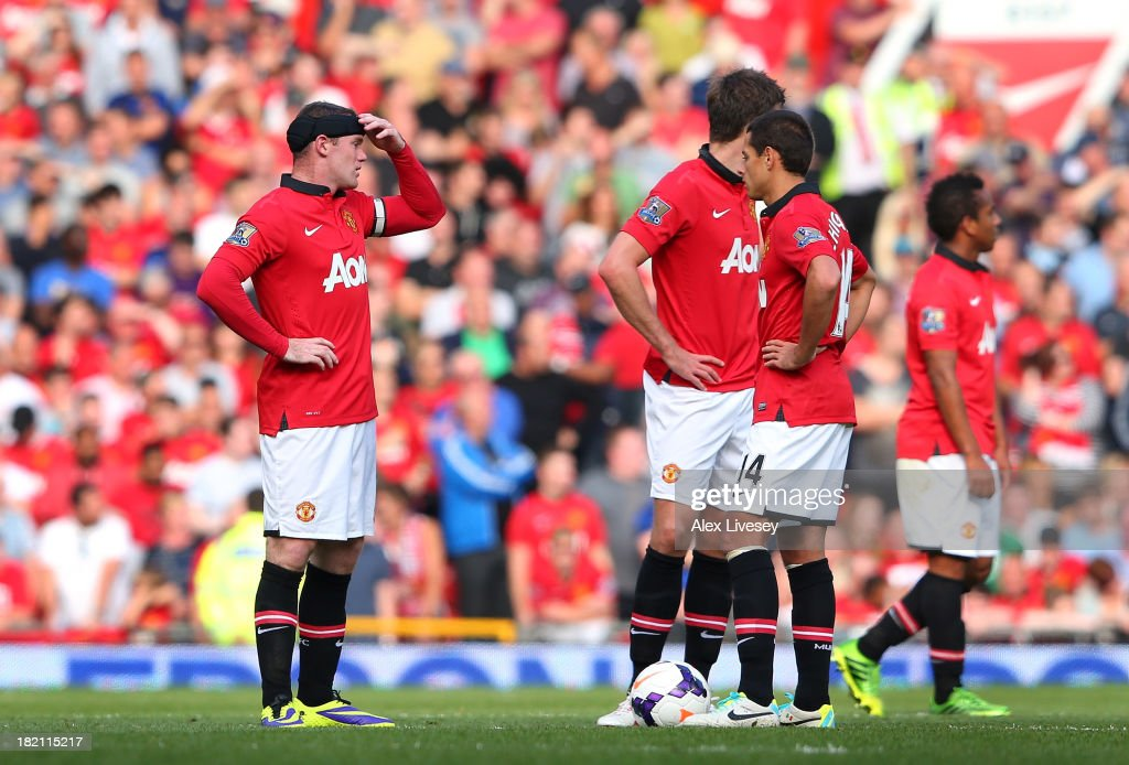 <a gi-track='captionPersonalityLinkClicked' href=/galleries/search?phrase=Wayne+Rooney&family=editorial&specificpeople=157598 ng-click='$event.stopPropagation()'>Wayne Rooney</a> and <a gi-track='captionPersonalityLinkClicked' href=/galleries/search?phrase=Javier+Hernandez+-+Soccer+Player&family=editorial&specificpeople=6733186 ng-click='$event.stopPropagation()'>Javier Hernandez</a> of Manchester United look dejected after conceding the first goal to West Bromwich Albion during the Barclays Premier League match between Manchester United and West Bromwich Albion at Old Trafford on September 28, 2013 in Manchester, England.