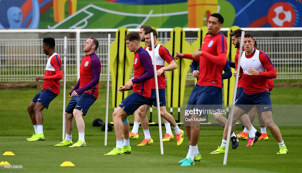 <a gi-track='captionPersonalityLinkClicked' href=/galleries/search?phrase=Wayne+Rooney&family=editorial&specificpeople=157598 ng-click='$event.stopPropagation()'>Wayne Rooney</a> of England (2L) warms up with his team mates during a training session ahead of the UEFA Euro 2016 match against Iceland at Stade du Bourgognes on June 26, 2016 in Chantilly, France.