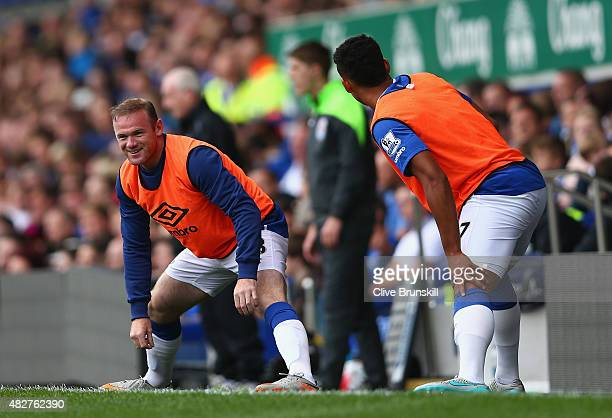 Wayne Rooney of Everton and Manchester United warms up with Tyias Browning of Everton before he replaces Tom Cleverley of Everton during the Duncan...