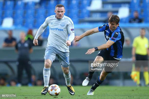 Wayne Rooney of Everton and Marten De Roon of Atalanta during the UEFA Europa League group E match between Atalanta and Everton FC at Stadio Citta...