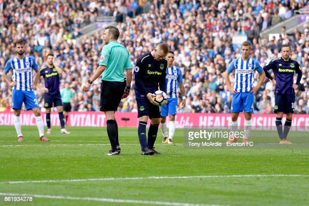 Wayne Rooney of Everton prepares to take his penalty during the Premier League match between Brighton and Hove Albion and Everton at Amex Stadium on...