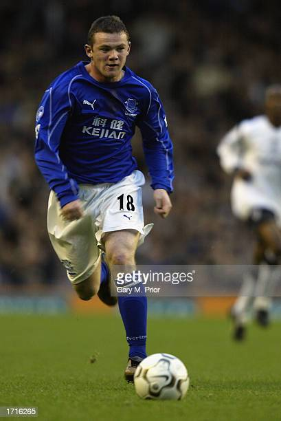 Wayne Rooney of Everton running with the ball at his feet during the FA Barclaycard Premiership match between Everton and Bolton Wanderers held on...