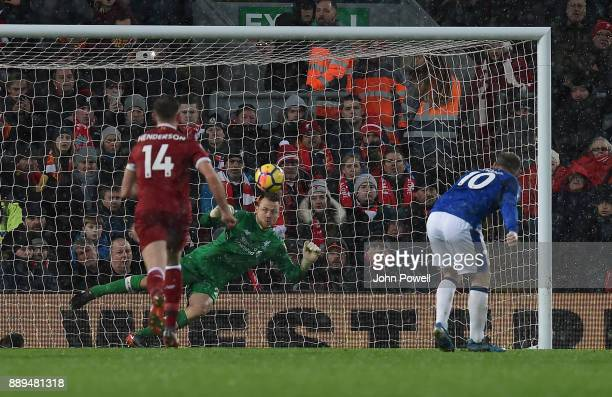 Wayne Rooney of Everton scores a penalty during the Premier League match between Liverpool and Everton at Anfield on December 10 2017 in Liverpool...