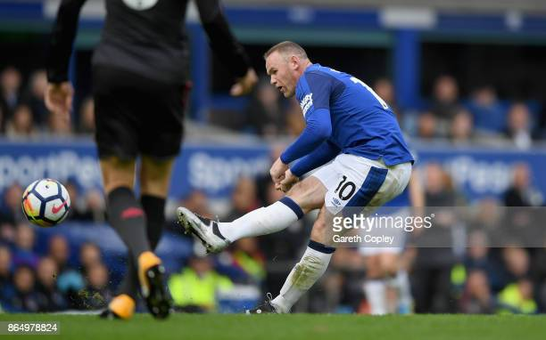 Wayne Rooney of Everton scores his sides first goal during the Premier League match between Everton and Arsenal at Goodison Park on October 22 2017...