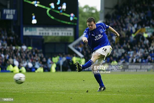 Wayne Rooney of Everton shoots to score the winning goal during the FA Barclaycard Premiership match between Everton and Aston Villa held on April 26...