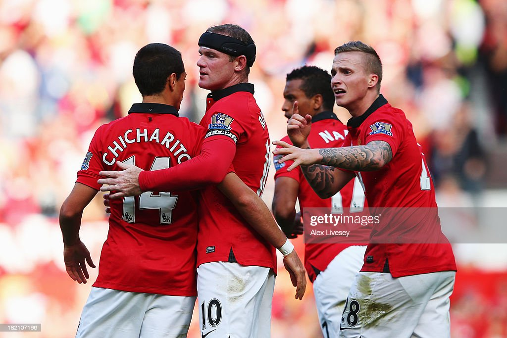 <a gi-track='captionPersonalityLinkClicked' href=/galleries/search?phrase=Wayne+Rooney&family=editorial&specificpeople=157598 ng-click='$event.stopPropagation()'>Wayne Rooney</a> (2nd left) of Manchester United celebrates with team mates after scoring the Barclays Premier League match between Manchester United and West Bromwich Albion at Old Trafford on September 28, 2013 in Manchester, England.