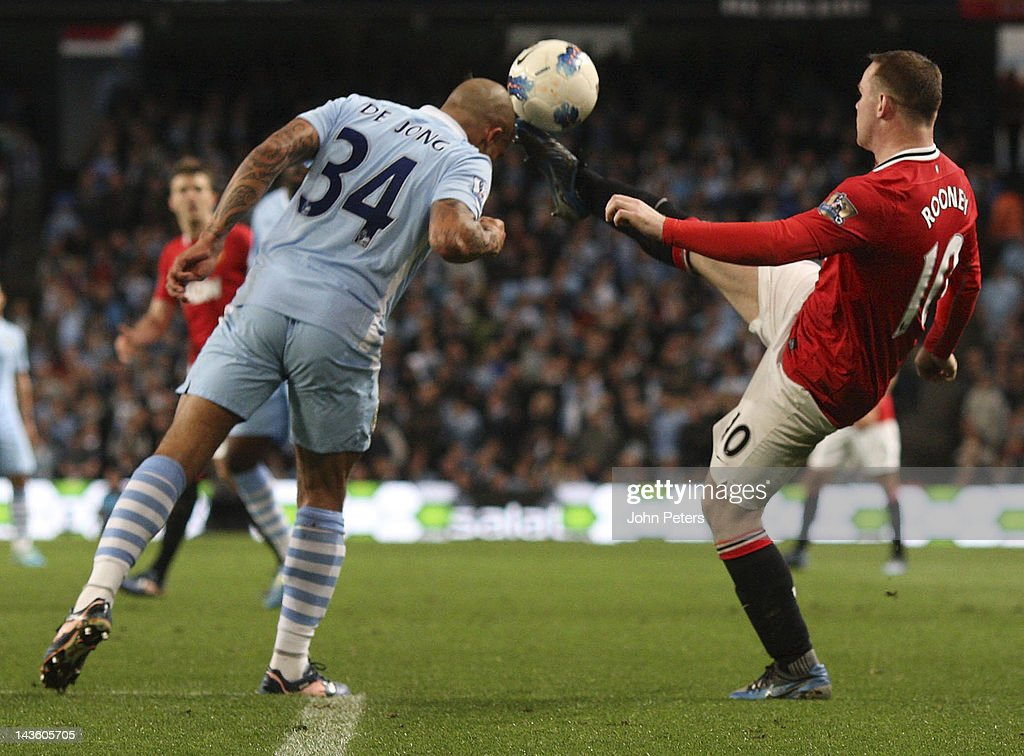 <a gi-track='captionPersonalityLinkClicked' href=/galleries/search?phrase=Wayne+Rooney&family=editorial&specificpeople=157598 ng-click='$event.stopPropagation()'>Wayne Rooney</a> of Manchester United clashes with Nigel de Jong of Manchester City during the Barclays Premier League match between Manchester City and Manchester United at Etihad Stadium on April 30, 2012 in Manchester, England.