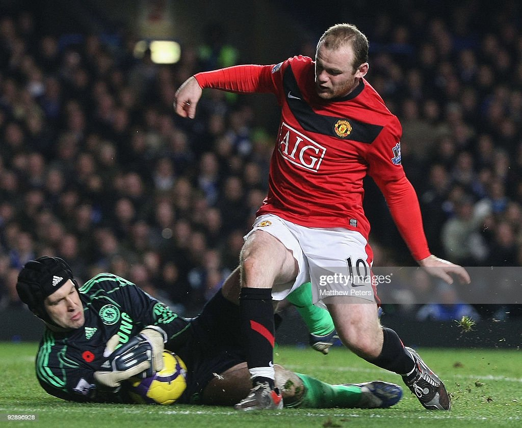 Wayne Rooney of Manchester United clashes with Petr Cech of Chelsea during the FA Barclays Premier League match between Chelsea and Manchester United at Stamford Bridge on November 8 2009 in London, England.