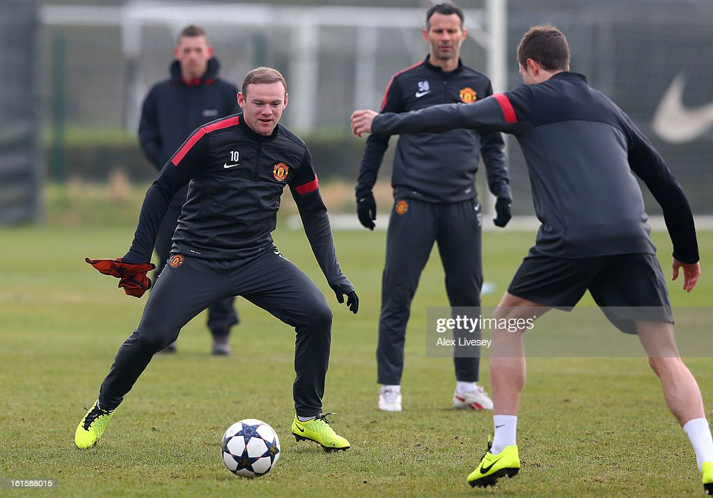 <a gi-track='captionPersonalityLinkClicked' href=/galleries/search?phrase=Wayne+Rooney&family=editorial&specificpeople=157598 ng-click='$event.stopPropagation()'>Wayne Rooney</a> of Manchester United closes down <a gi-track='captionPersonalityLinkClicked' href=/galleries/search?phrase=Jonny+Evans&family=editorial&specificpeople=747537 ng-click='$event.stopPropagation()'>Jonny Evans</a> during a training session at the Carrington Training Ground on February 12, 2013 in Manchester, England.