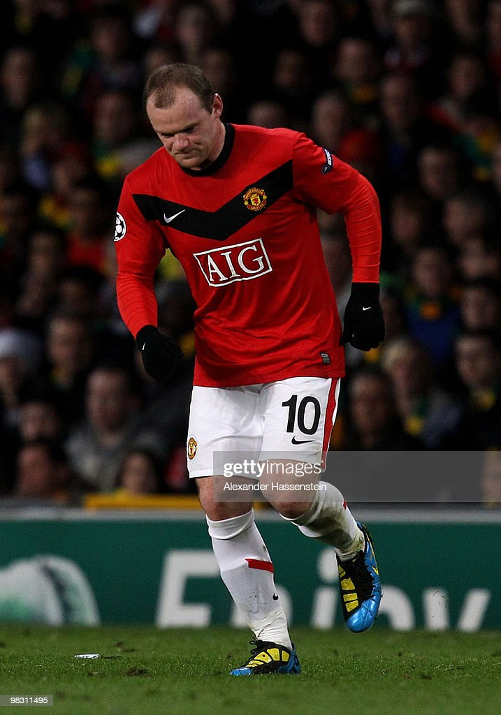 <a gi-track='captionPersonalityLinkClicked' href=/galleries/search?phrase=Wayne+Rooney&family=editorial&specificpeople=157598 ng-click='$event.stopPropagation()'>Wayne Rooney</a> of Manchester United hobbles during the UEFA Champions League Quarter Final second leg match between Manchester United and Bayern Muenchen at Old Trafford on April 7, 2010 in Manchester, England.