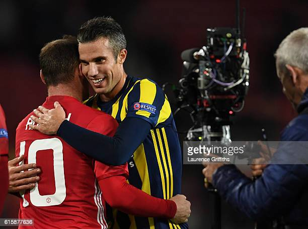 Wayne Rooney of Manchester United hugs Robin van Persie of Fenerbahce following the final whistle during the UEFA Europa League Group A match between...