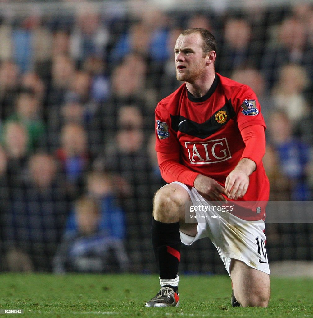 Wayne Rooney of Manchester United in action during the FA Barclays Premier League match between Chelsea and Manchester United at Stamford Bridge on November 8 2009 in London, England.
