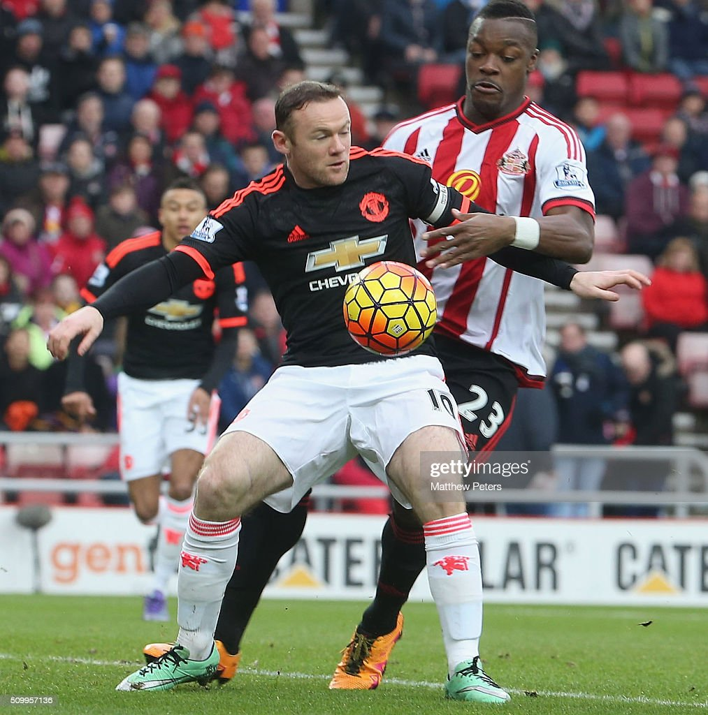 <a gi-track='captionPersonalityLinkClicked' href=/galleries/search?phrase=Wayne+Rooney&family=editorial&specificpeople=157598 ng-click='$event.stopPropagation()'>Wayne Rooney</a> of Manchester United in action with Lamine Kone of Sunderland during the Barclays Premier League match between Sunderland and Manchester United at Stadium of Light on February 13, 2016 in Sunderland, England.