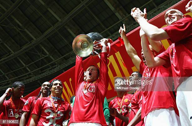 Wayne Rooney of Manchester United lifts the trophy after the UEFA Champions League Final match between Manchester United and Chelsea at the Luzhniki...