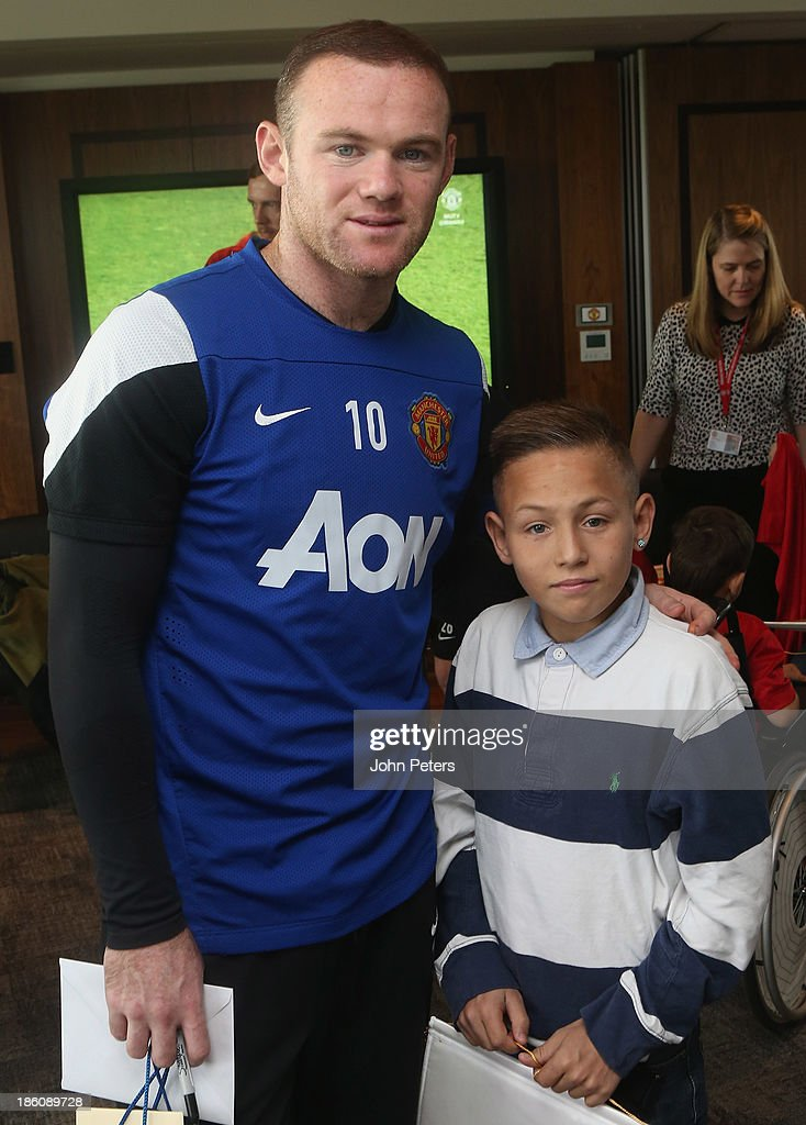 <a gi-track='captionPersonalityLinkClicked' href=/galleries/search?phrase=Wayne+Rooney&family=editorial&specificpeople=157598 ng-click='$event.stopPropagation()'>Wayne Rooney</a> of Manchester United meets Joshua Jones during a Manchester United Foundation Dream Day, for fans with life-limiting illnesses, at Aon Training Complex on October 28, 2013 in Manchester, England.