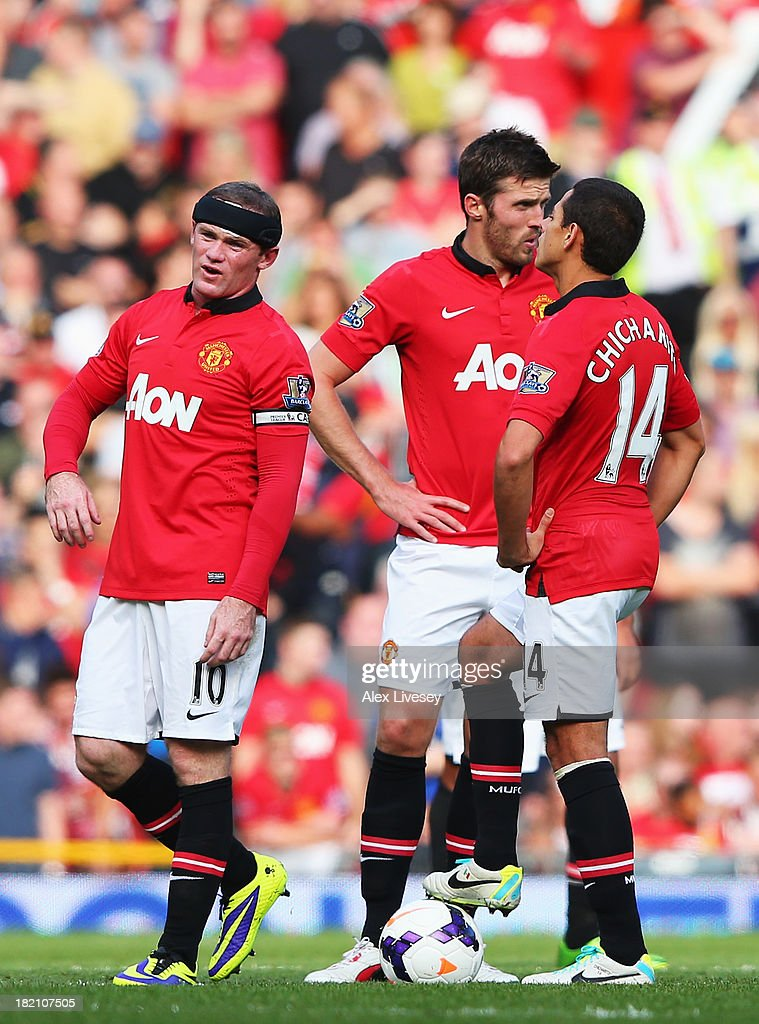 <a gi-track='captionPersonalityLinkClicked' href=/galleries/search?phrase=Wayne+Rooney&family=editorial&specificpeople=157598 ng-click='$event.stopPropagation()'>Wayne Rooney</a> (L) of Manchester United reacts alongside team mates <a gi-track='captionPersonalityLinkClicked' href=/galleries/search?phrase=Michael+Carrick&family=editorial&specificpeople=214599 ng-click='$event.stopPropagation()'>Michael Carrick</a> (C) and <a gi-track='captionPersonalityLinkClicked' href=/galleries/search?phrase=Javier+Hernandez+-+Soccer+Player&family=editorial&specificpeople=6733186 ng-click='$event.stopPropagation()'>Javier Hernandez</a> (R) after West Bromwich Albion open the scoring the Barclays Premier League match between Manchester United and West Bromwich Albion at Old Trafford on September 28, 2013 in Manchester, England.