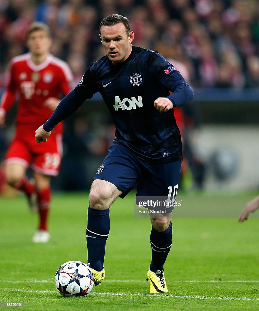 Wayne Rooney of Manchester United runs with the ball during the UEFA Champions League Quarter Final second leg match between FC Bayern Muenchen and Manchester United at Allianz Arena on April 9, 2014 in Munich, Germany.