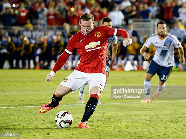 Wayne Rooney of Manchester United scores on penalty kick during the preseason friendly match between Los Angeles Galaxy and Manchester United at the...