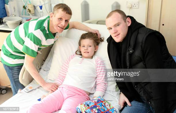 Wayne Rooney of Manchester United visits Chantelle McAdam and her dad Billy from Blackpool during the club's annual hospital visit to the Royal...