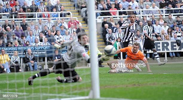 Wayne Routledge scores the fourth goal during the Coca Cola Championship match between Newcastle United and Blackpool at StJames' Park on April 10...