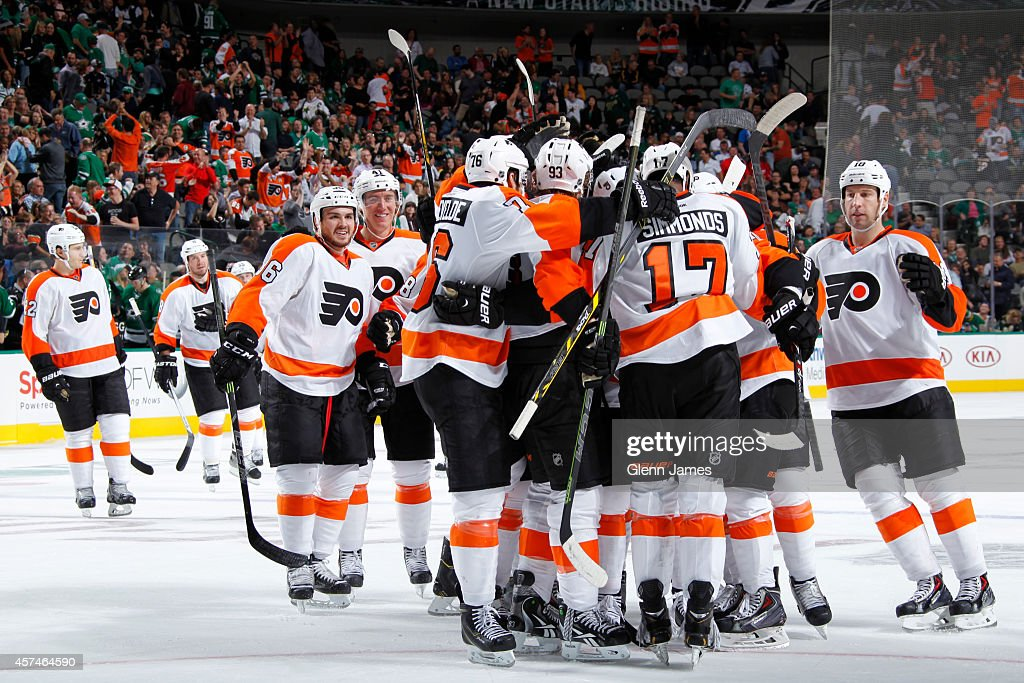 Wayne Simmonds and the Philadelphia Flyers celebrate a win against the Dallas Stars at the American Airlines Center on October 18 2014 in Dallas Texas