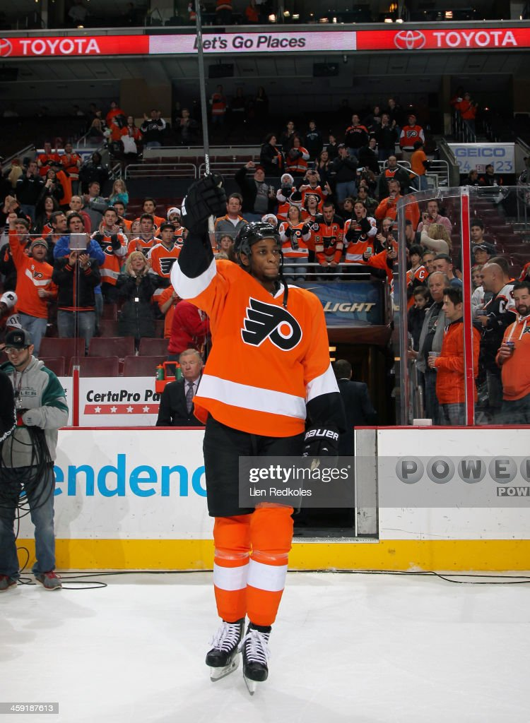<a gi-track='captionPersonalityLinkClicked' href=/galleries/search?phrase=Wayne+Simmonds&family=editorial&specificpeople=4212617 ng-click='$event.stopPropagation()'>Wayne Simmonds</a> #17 of the Philadelphia Flyers acknowledges the crowd after being named #1 star of the game against the Minnesota Wild on December 23, 2013 at the Wells Fargo Center in Philadelphia, Pennsylvania. The Flyers defeated the Wild 4-1.
