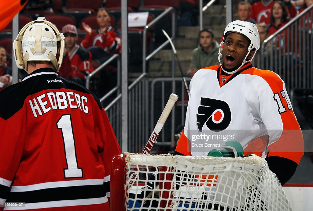 Wayne Simmonds #17 of the Philadelphia Flyers argues with the refreee on his goaltender interference penalty against Johan Hedberg #1 of the New Jersey Devils at the Prudential Center on March 13, 2013 in Newark, New Jersey.