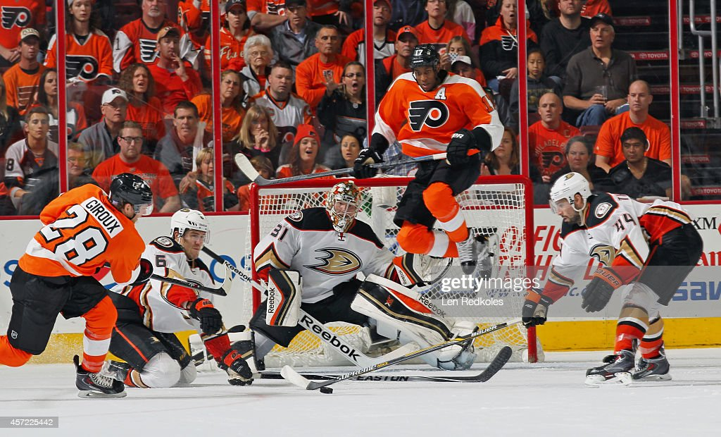 <a gi-track='captionPersonalityLinkClicked' href=/galleries/search?phrase=Wayne+Simmonds&family=editorial&specificpeople=4212617 ng-click='$event.stopPropagation()'>Wayne Simmonds</a> #17 of the Philadelphia Flyers attempts to set up a screen as <a gi-track='captionPersonalityLinkClicked' href=/galleries/search?phrase=Claude+Giroux&family=editorial&specificpeople=537961 ng-click='$event.stopPropagation()'>Claude Giroux</a> #28 takes a shot against <a gi-track='captionPersonalityLinkClicked' href=/galleries/search?phrase=Ben+Lovejoy&family=editorial&specificpeople=4509565 ng-click='$event.stopPropagation()'>Ben Lovejoy</a> #6, goaltender Frederik Anderson #1, and Nate Thompson #44 of the Anaheim Ducks on October 14, 2014 at the Wells Fargo Center in Philadelphia, Pennsylvania. The Ducks defeated the Flyers 4-3 in a shootout.