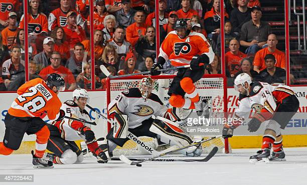 Wayne Simmonds of the Philadelphia Flyers attempts to set up a screen as Claude Giroux takes a shot against Ben Lovejoy goaltender Frederik Anderson...