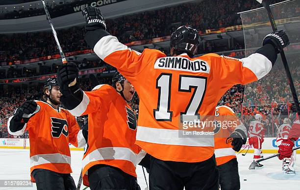Wayne Simmonds of the Philadelphia Flyers celebrates his first period goal against the Detroit Red Wings with teammates Shayne Gostisbehere and...