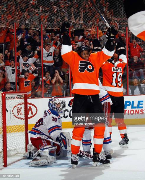 Wayne Simmonds of the Philadelphia Flyers celebrates his third goal of the game in the second period against the New York Rangers in Game Six of the...
