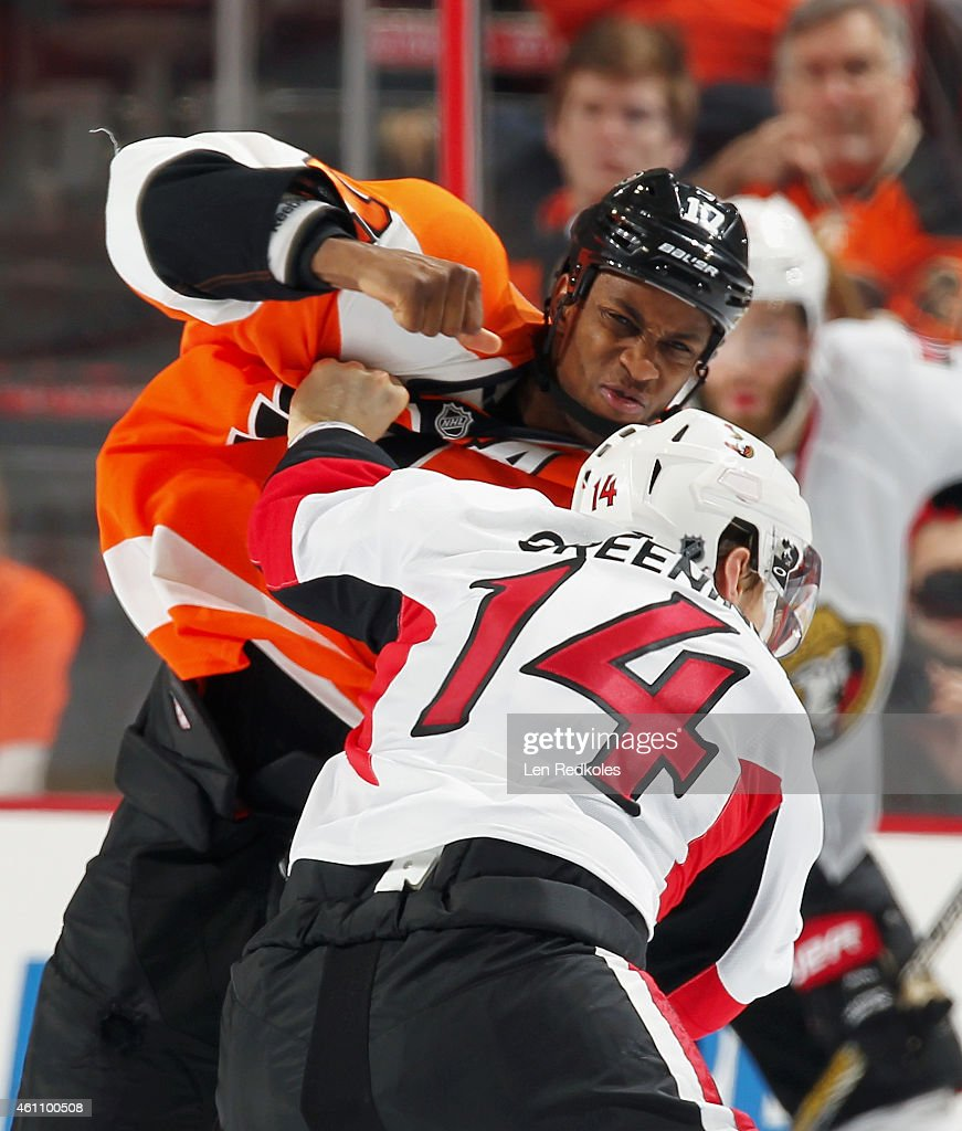 Wayne Simmonds #17 of the Philadelphia Flyers fights Colin Greening #14 of the Ottawa Senators in the second period on January 6, 2015 at the Wells Fargo Center in Philadelphia, Pennsylvania.