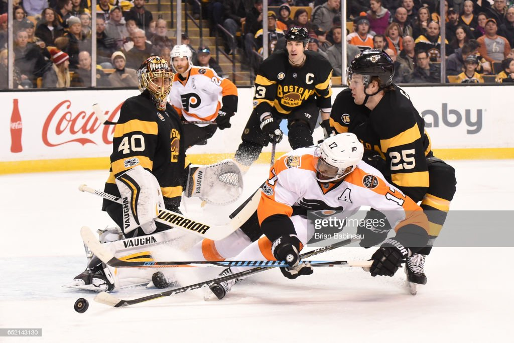 Wayne Simmonds #17 of the Philadelphia Flyers fights for the puck against Brandon Calro #25 of the Boston Bruins at the TD Garden on March 11, 2017 in Boston, Massachusetts.