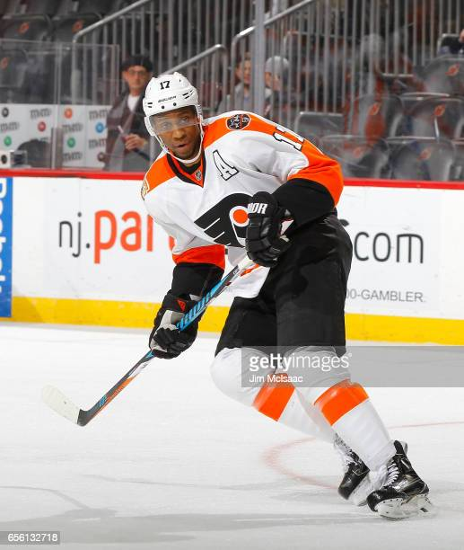 Wayne Simmonds of the Philadelphia Flyers in action against the New Jersey Devils on March 16 2017 at Prudential Center in Newark New Jersey The...