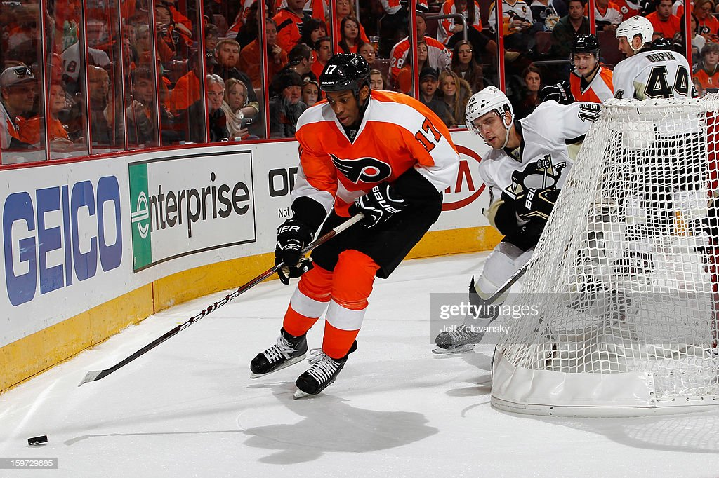 Wayne Simmonds #17 of the Philadelphia Flyers is chased by Brandon Sutter #16 of the Pittsburgh Penguins at Wells Fargo Center on January 19, 2013 in Philadelphia, Pennsylvania.