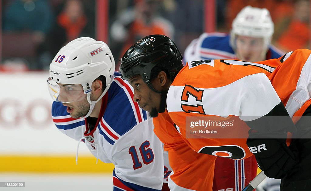 Wayne Simmonds of the Philadelphia Flyers lines up on a faceoff against Derick Brassard of the New York Rangers in Game Six of the First Round of the...