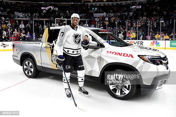 Wayne Simmonds of the Philadelphia Flyers poses after being named the 2017 Honda Ridgeline NHL AllStar MVP following the 2017 Honda NHL AllStar...