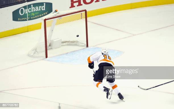 Wayne Simmonds of the Philadelphia Flyers scores an empty net goal at the end of the third period for a hat trick against the San Jose Sharks at SAP...